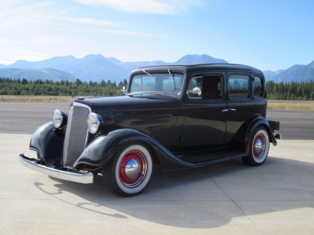 1935 chevy 4 door sedan