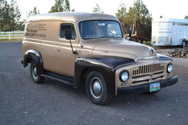 1952 International Harvester L-110 Panel / Delivery Van