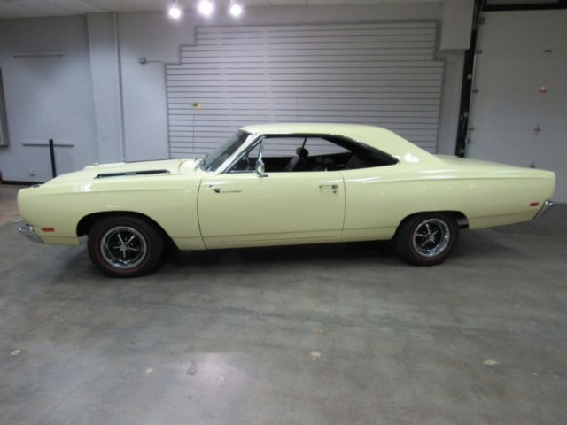 1969 Plymouth Road Runner  1,850 Miles Yellow  383CI Automatic
