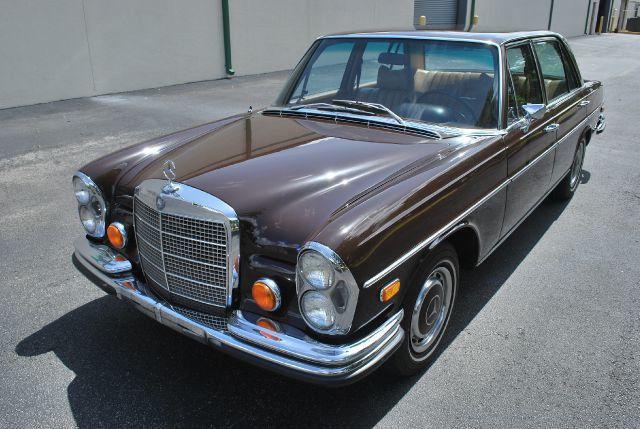 1971 mercedes benz 280 brown for Brown mercedes benz