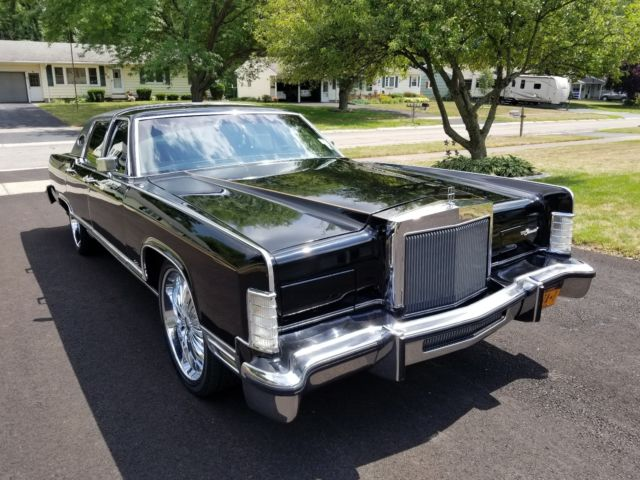 1978 Lincoln Continental comes with custom wheels/rim