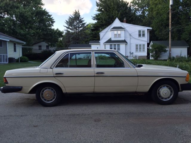 1978 mercedes benz 240d base sedan 4 door 2 4l low for Mercedes benz of reading
