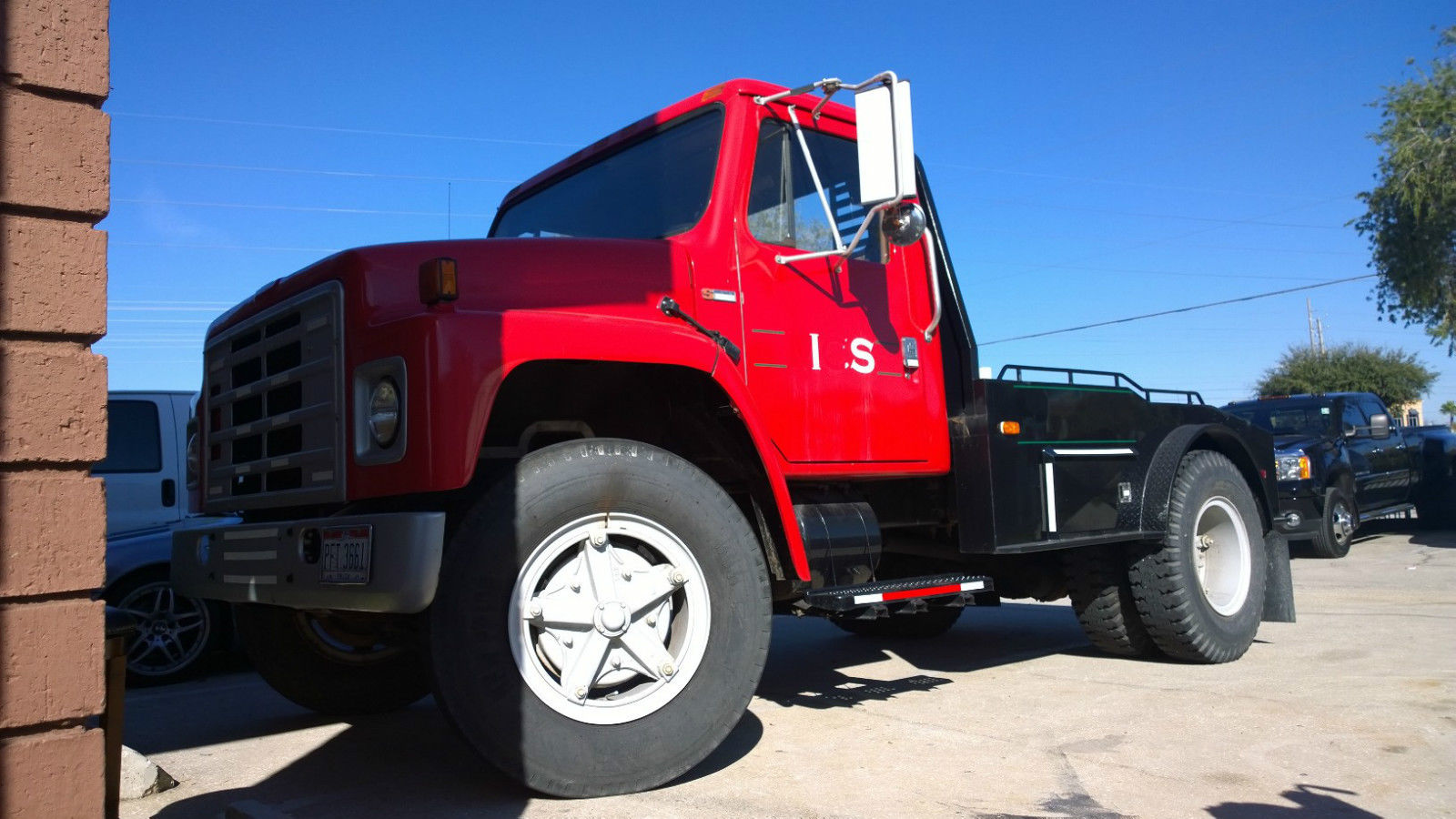 Fifth Wheel Truck Bumper : International harvester hauling truck custom dually