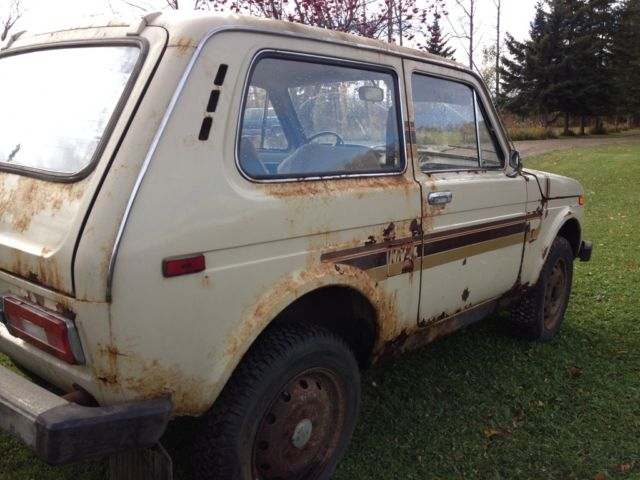 1982 lada niva 1600 4x4 barn find only 31 000 original miles for sale in calgary alberta canada. Black Bedroom Furniture Sets. Home Design Ideas