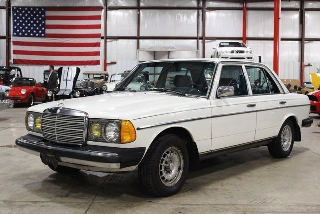 1982 Mercedes Benz 300 D 178410 Miles Arctic White Sedan 3