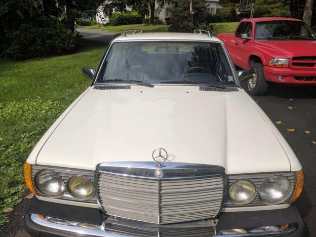 1982 white mercedes benz 300 td wagon turbo diesel 300 series for Mercedes benz turbo diesel