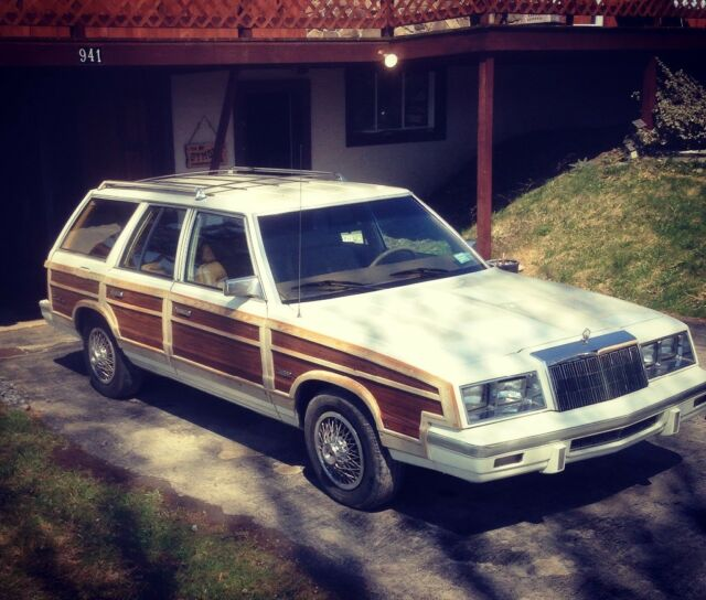 1985 Chrysler LeBaron Town & Country Woodie Wagon