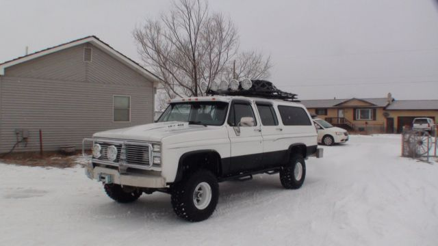 1985 LIFTED 1/2 TON CHEVY SUBURBAN 4X4 4 SPEED 454 ENGINE for sale