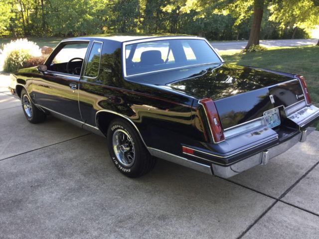 1985 oldsmobile cutlass salon black with red pin strip for 1985 cutlass salon