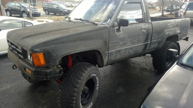 1985 toyota pickup hilux 22r 4x4 front straight axle needs engine nr. Black Bedroom Furniture Sets. Home Design Ideas