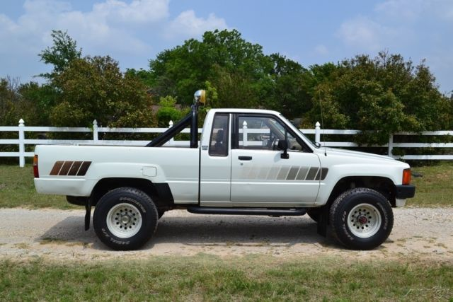 1985 toyota pickup sr5 ext cab 4wd efi survivor no reserve tacoma for 1985 toyota pickup interior parts
