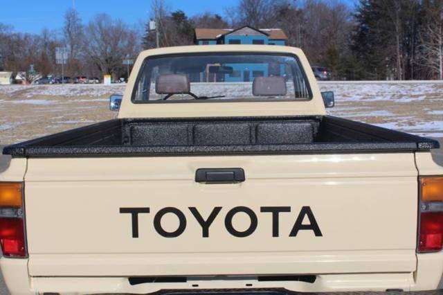 1986 Toyota Pickup Base 2dr Standard Cab Lb Manual 5 Speed
