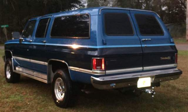 1988 Chevrolet V2500 Silverado Suburban 4 Door Sport