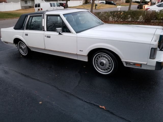 1988 Lincoln Town Car White