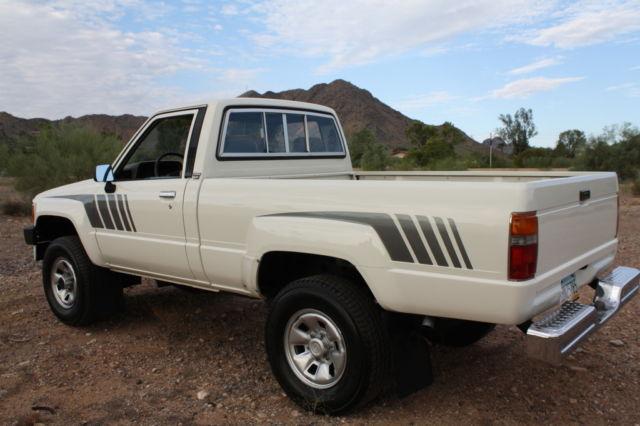 1988 toyota 4x4 pickup 22re only 119 800 miles arizona truck for sale in phoenix arizona. Black Bedroom Furniture Sets. Home Design Ideas