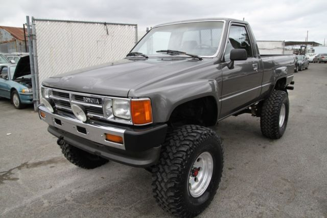 1988 toyota pickup 4wd manual 4 cylinder no reserve. Black Bedroom Furniture Sets. Home Design Ideas