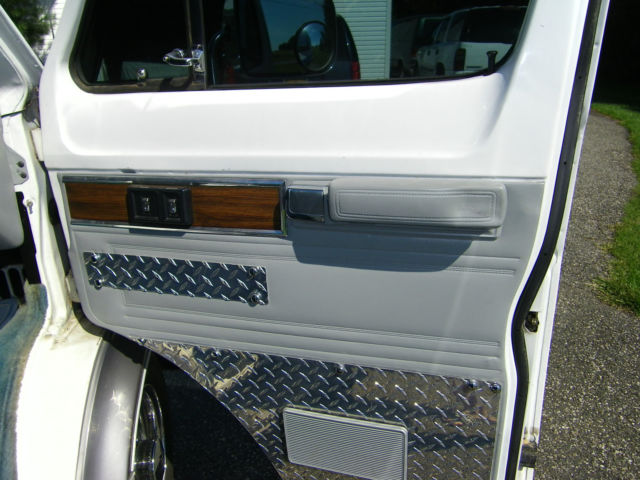 1989 Dodge B350 Base Extended Passenger Van 3-Door 5 9L for