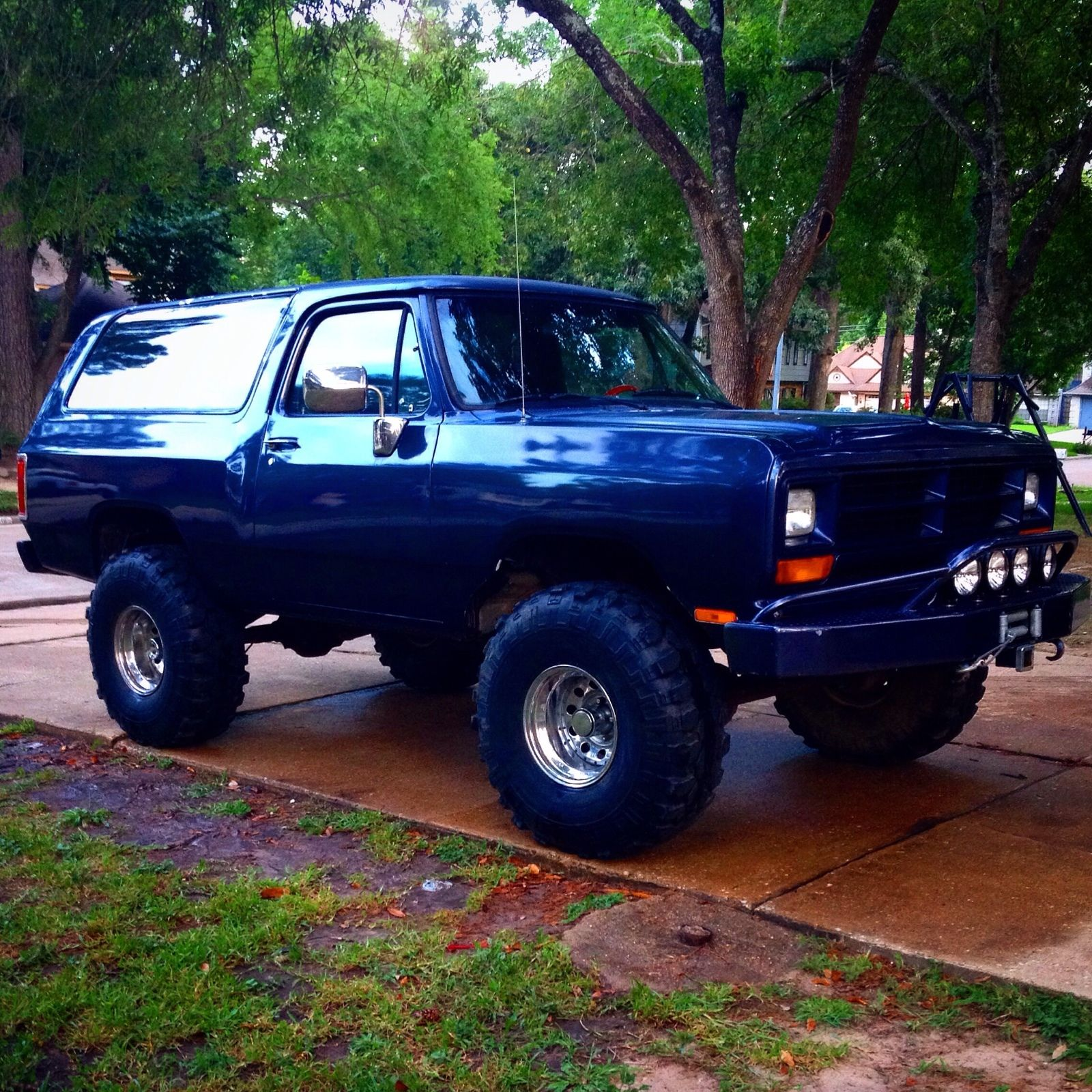 """1989 Dodge Ramcharger Truck Lifted 38"""" Tires Winch 33k"""