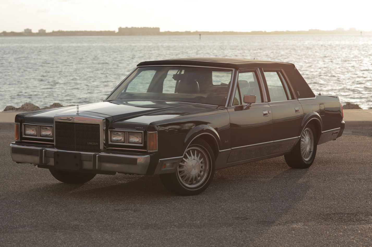 1989 Lincoln Town Car Signature Sedan Needs Engine Work For Sale