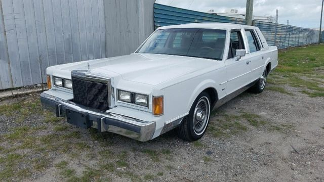 1989 Lincoln Town Car Signature Series White And Grey Garage Kept 2 Owner Car For Sale Photos Technical Specifications Description