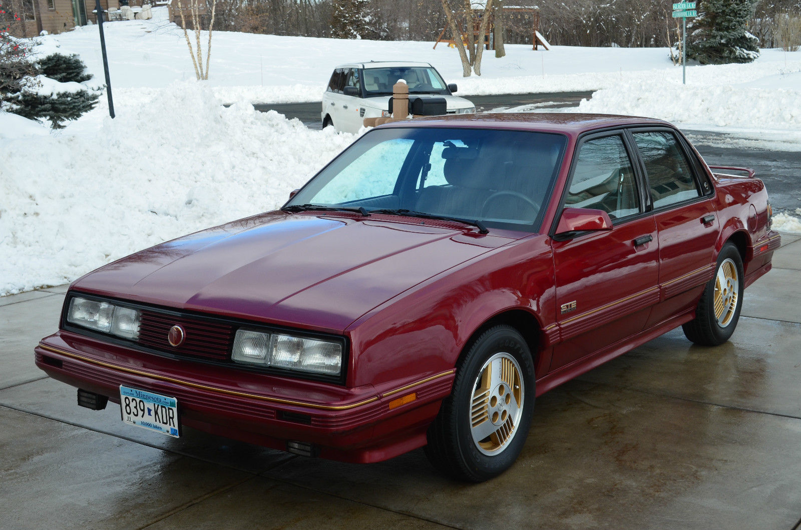 Four Wheel Drive Sedan : Pontiac ste all wheel drive awd sedan door