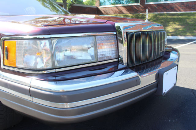 1990 Lincoln Town Car Signature Series 40k Miles Extra Clean Moon