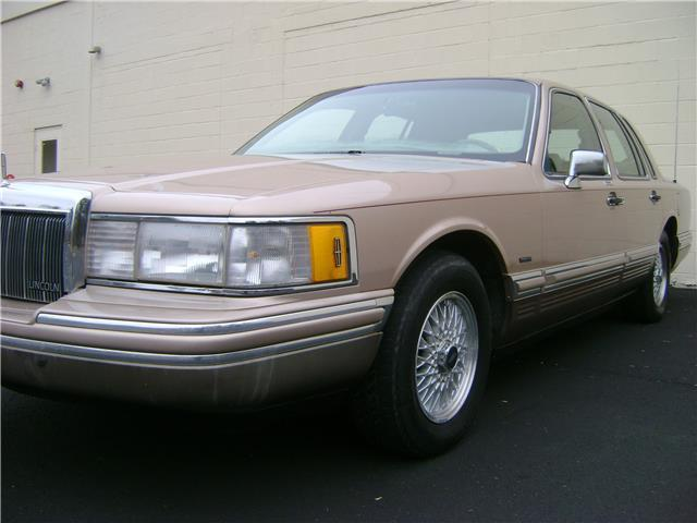1992 lincoln town car cartier low 77k miles non smoker clean carfax. Black Bedroom Furniture Sets. Home Design Ideas