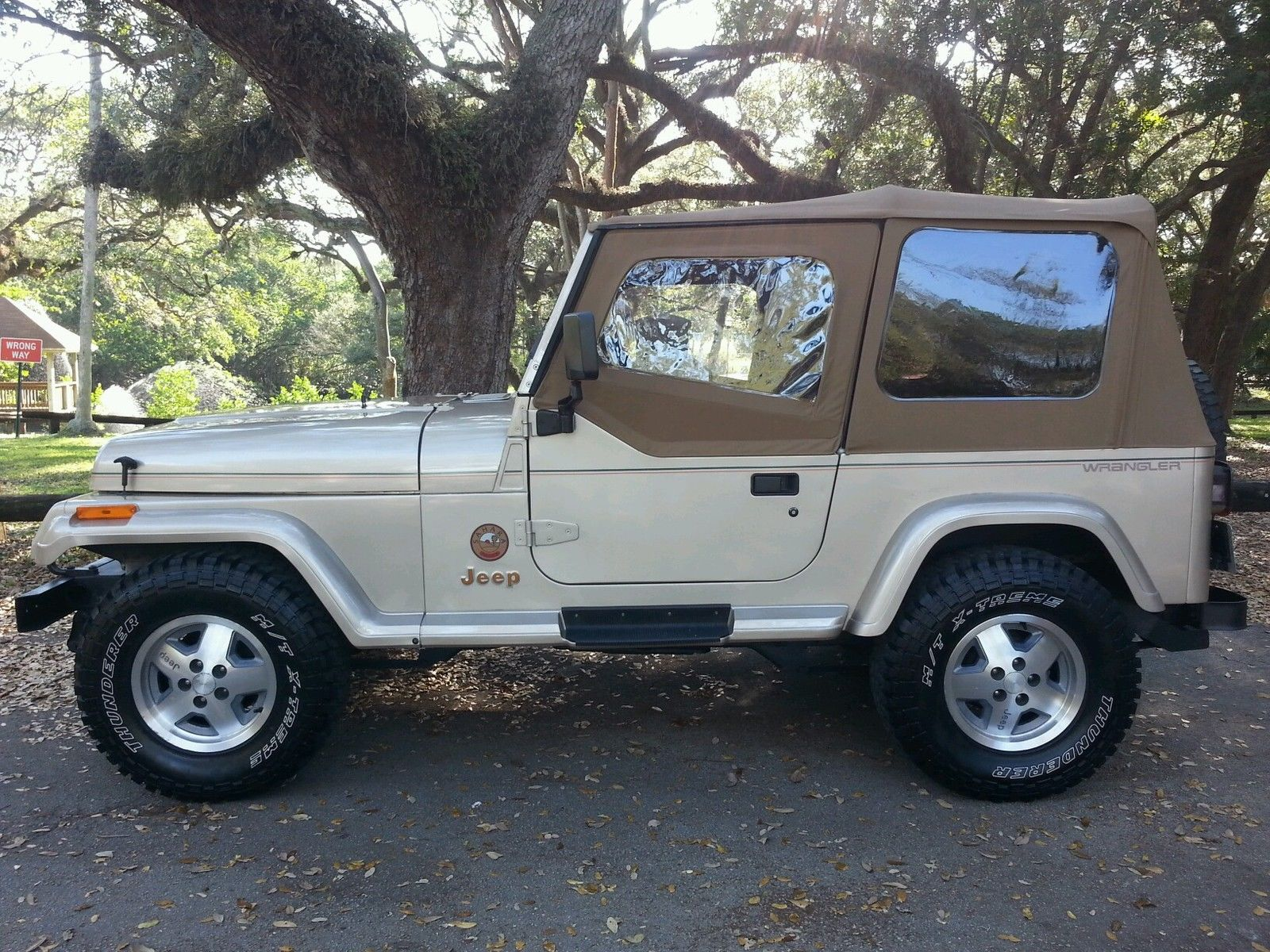 1993 Jeep Wrangler Sahara Sport Utility 2 Door 4 0l One