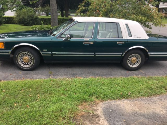 1993 Lincoln Town Car Signature Series Jack Nicklaus Golden Bear Version