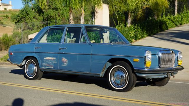 70 mercedes 230 w114 sedan 4 speed manual 250 c w115 for for Mercedes benz w115 for sale