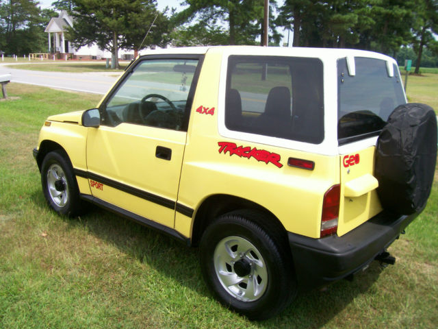 91 geo tracker convertible 4x4 sidekick garage kept tow ready hard top auto for sale in tyner. Black Bedroom Furniture Sets. Home Design Ideas
