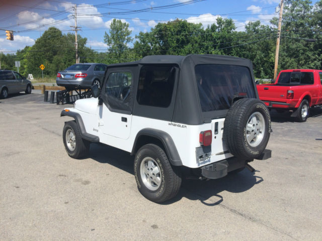 94 white jeep wrangler super clean southern jeep no rust new top low miles for sale in. Black Bedroom Furniture Sets. Home Design Ideas