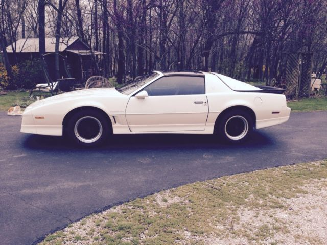 beautiful 1986 white firebird trans am t tops red grey interior automatic for sale in brighton missouri united states for sale photos technical specifications description classiccardb com