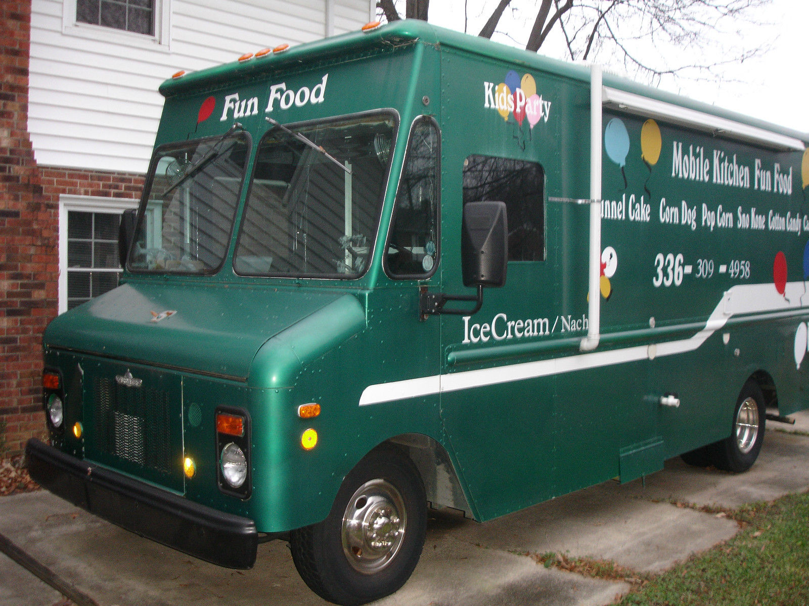 Commercial Food Truck / Mobile Kitchen / Fun Food Concessions Truck ...