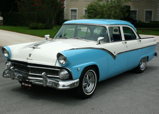 Great color combo restored 1955 ford fairlane town sedan for 1955 ford fairlane 4 door