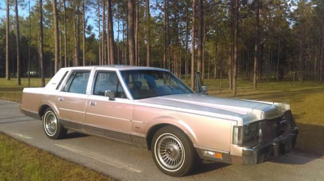 Lincoln Town Car White Mauve With 65 000 Miles For Sale
