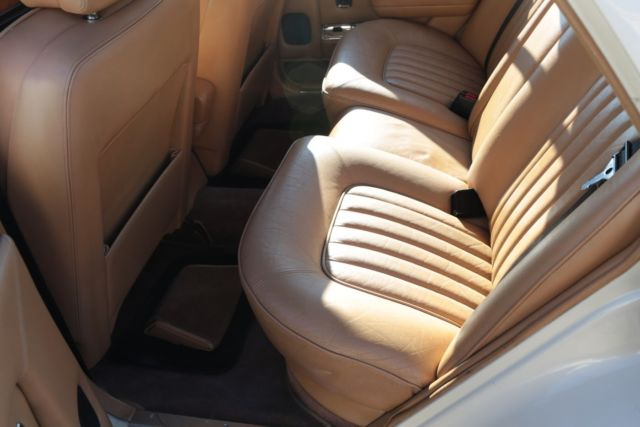 rolls royce spirit 1983 v 8 412 engine cream exterior leather seats. Black Bedroom Furniture Sets. Home Design Ideas