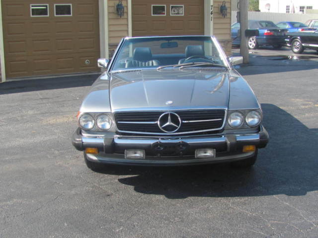 Up for auction 1988 mercedes benz r107 560 sl convertible for 1988 mercedes benz