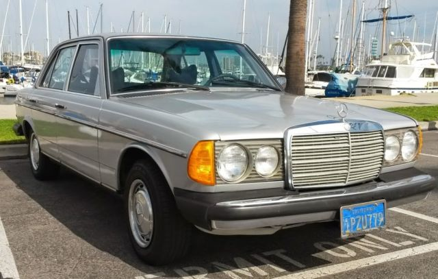 Very dry californian 79 mercedes w123 300d very clean only for Mercedes benz of long beach service